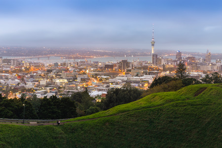 Auckland cityscape from Mt. Eden, This is famous landmark in New Zealand. 스톡 콘텐츠