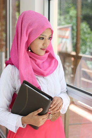 A muslim woman with diary book  Imagens