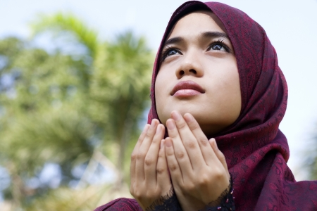 doa: Young Woman Praying