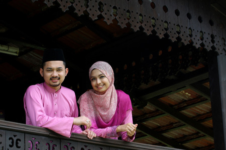 malaysian people: Muslim couple with greeting Hari Raya