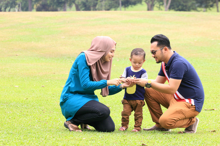 공원에서 가족 야외 시간의 즐거움