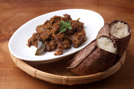 Glutinous rice cooked in pitcher plant leaves with beef rendang
