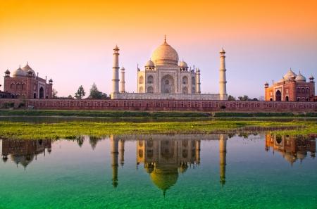 bandera de LA INDIA: Taj Mahal con tres colores