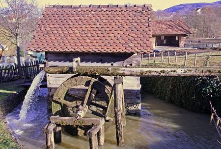 molino de agua: De madera viejo molino de agua en Donja Stubica, 1, Hrvatsko Zagorje, Croacia, Europa