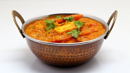 Indian Food or Indian Curry in a copper brass serving bowl. Foto de archivo