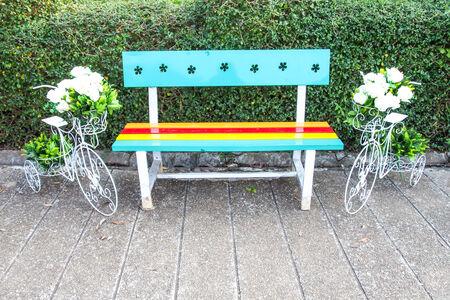 bench park: Colorful banco de un parque de dise�o
