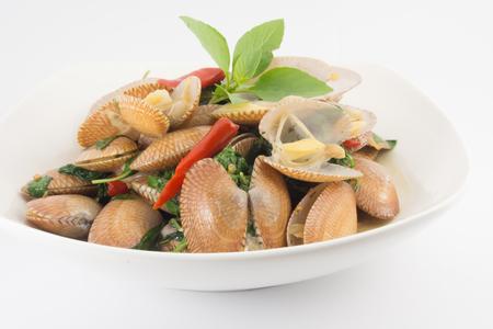 revuelva almejas fritas con pasta de chile asado, comida tailandesa