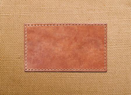 leere Leder-Label auf die Leinwand gen�ht