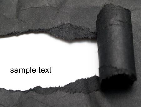Wei�er Hintergrund sichtbar durch die schwarzes Papier gewickelt Lizenzfreie Bilder