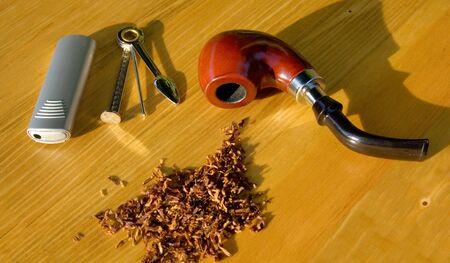 tamper: tobacco, pipe, lighter, tamper; table Stock Photo