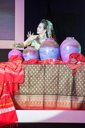 thailand culture: Chiang Mai, Thailand - August 29-2015 : The show, she was dancing and jars pong lang the folk music of the Isan region of northeast Thailand, in event TOP THAI BRANDS at Chiang Mai, Thailand