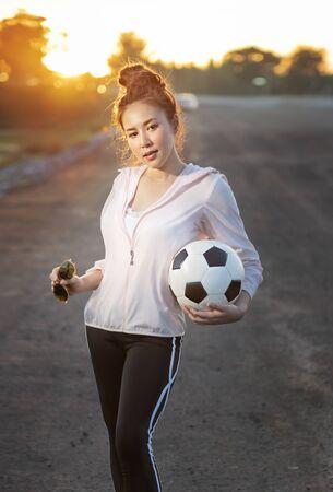 Portrait of  fitness sport girl in fashion sportswear. healthcare concept Foto de archivo - 128100532