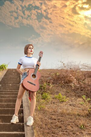 portrait of asian woman with guitar in nature Banco de Imagens