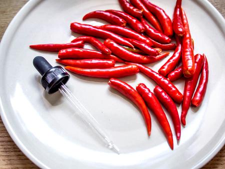 赤唐辛子とドロッパー実験食品ホット 写真素材