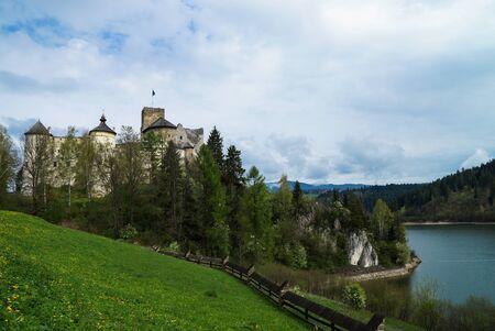 castello medievale: Castello medioevale in Niedzica, Polonia Editoriali