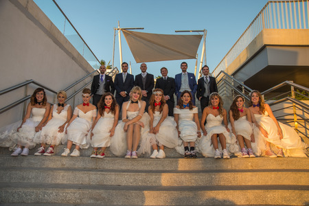 photography session: Group of brides and grooms in stairs