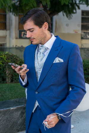 photography session: Groom with a smartphone