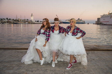 photography session: Three brides showing her sneakers