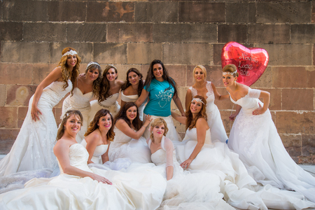 photography session: Group of friends dressed as a bride