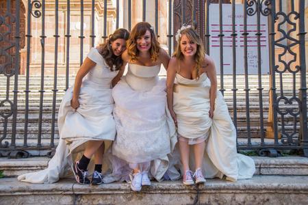 photography session: Brides having fun