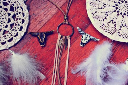 Indian jewelry with animal skull, bulls head and cows leather background. 免版税图像