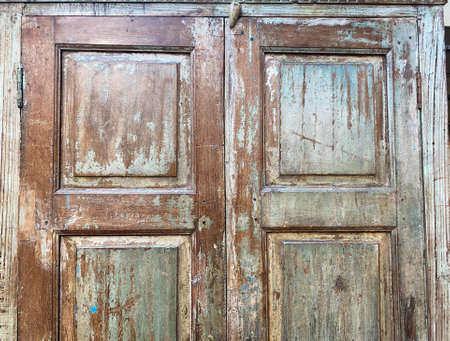 View on isolated weathered old retro wardrobe wood door Stockfoto