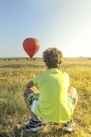 The boy and the hot air balloon Stock Photo - 84786802