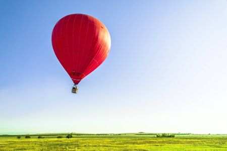 熱い空気で気球を飛行