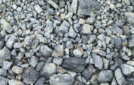 Das Bild zeigt einen abstrakten Hintergrund mit Kieselsteinen
