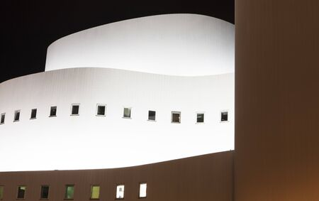 The image shows the theater in Duesseldorf by night