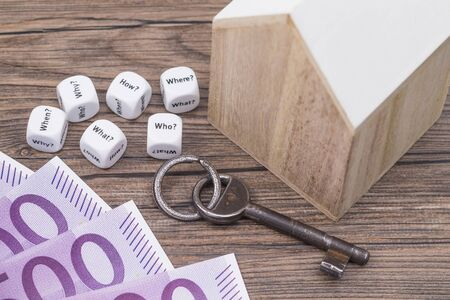 Symbol photo of questions around the real estate purchase topic Standard-Bild
