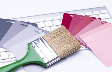 The photo shows various color cards with a flat brush on a keyboard