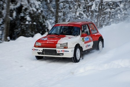 renault 5: COMANDAU, ROMANIA - JANUARY 23 2010: Pescaru Vlad  Pescaru Ioan - Renault 5 GT - Winter Rally Comandau 2010 Editorial
