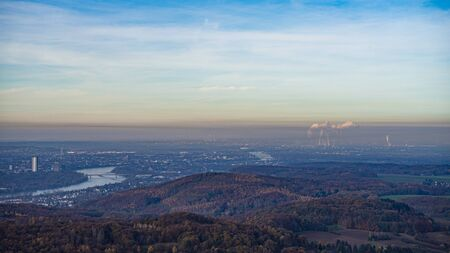 The industrial belt between Cologne and Bonn along the river Rhine, seen from the Oelberg. Imagens