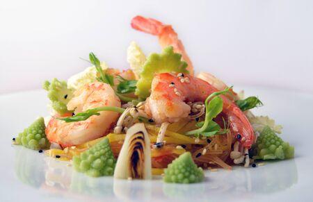 Shrimp salad with fresh mango noodles and vegetables