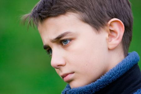 occhi tristi: Closeup ritratto di una retrospettiva teeanager
