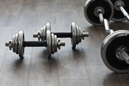 cross bar: barbells and dumbbells perpendicular to each other Stock Photo