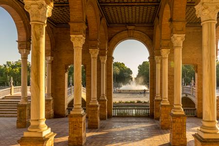 복도 및 기둥 플라자 드 스페인에서 세비야, 스페인, 유럽