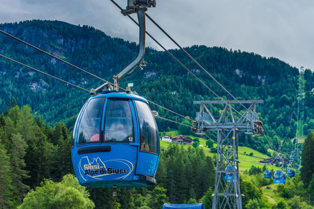 Seiser Alm, Italy - 29 June The cable car at Seiser Alm Alpe Di Siusi Kastelruth, Dolomites, South Tyrol, Italy. 新聞圖片