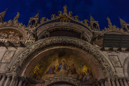 Italy, Venice, St Marks Basilica, at night LOW ANGLE VIEW OF STATUE OF HISTORIC BUILDING Reklamní fotografie