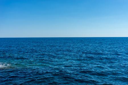 Europa, Italië, Cinque Terre, Vernazza, een watermassa naast de oceaan