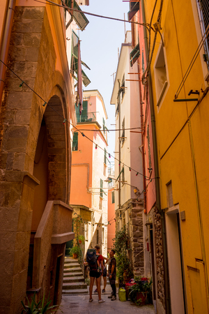 Vernazza, Cinque Terre, Italy - 27 June 2018: Tourists walking down the streets of Vernazza, Cinque Terre, Italy Redactioneel
