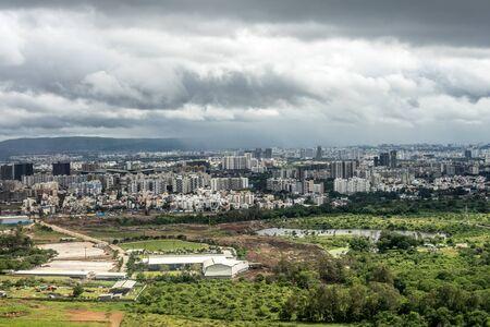Bangalore to Pune,, a large green field 免版税图像