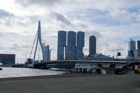 Rotterdam, Olanda Meridionale, Olanda - 5 maggio 2019: Architettura della città per strade e canali, Paesi Bassi