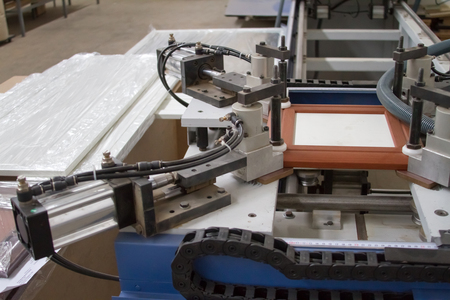A machine for the production of furniture. Gluing under pressure.