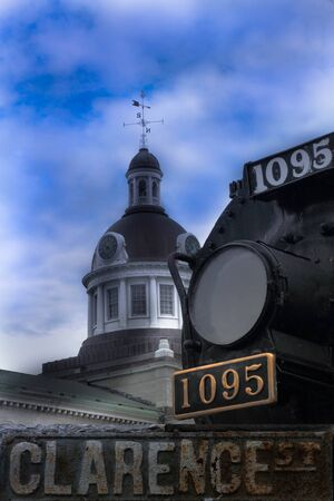 Vue du train et h�tel de ville de Kingston en Ontario