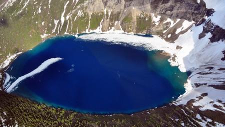 Aerial shot of half-frozen Kennedy Lake. Glacier National Park, Montana Zdjęcie Seryjne