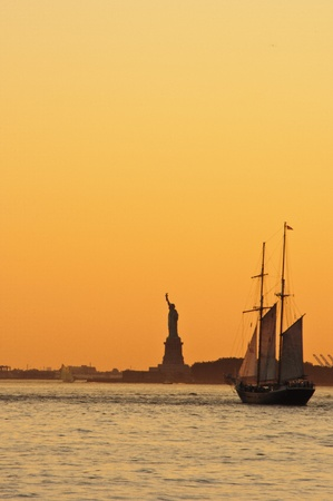 Colorful sunset over Statue of Liberty, New York City Zdjęcie Seryjne
