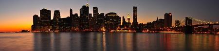 Belle soirée et le coucher du soleil pour un panorama de Manhattan. Ville de New York Banque d'images