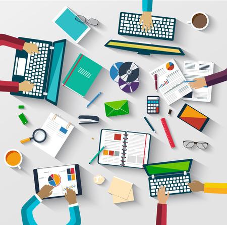 personas trabajando en oficina: Trabajo en equipo en la mesa, estrategia de negocio, estad�stica, an�lisis web. Proceso de jornada de trabajo con la ayuda de dispositivos digitales Vectores